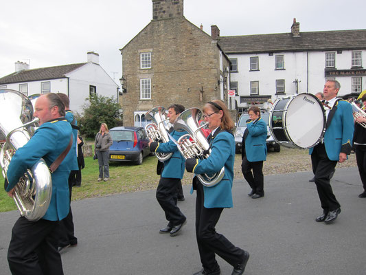 Reeth band marching to the Show