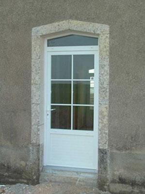 Porte-Fenêtre PVC Blanc et Imposte, LAUVIE Menuiserie, seuil PMR aluminium naturel