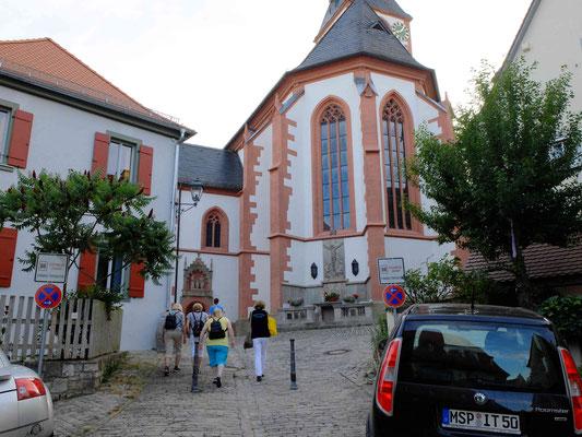 Auf dem Weg zur Kirche