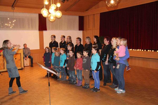 Dirigentin Myriam Otter mit Singkreisel und Butterfly