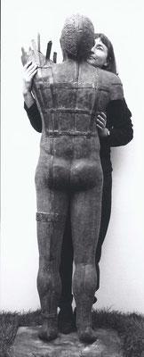 Mit der Bronzeskulptur Evoluzzer, 1998