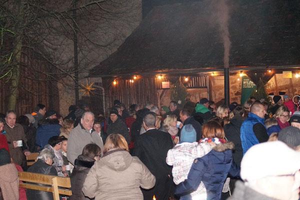 Nach dem Konzert stömten die Besucher in den Schlosshof.