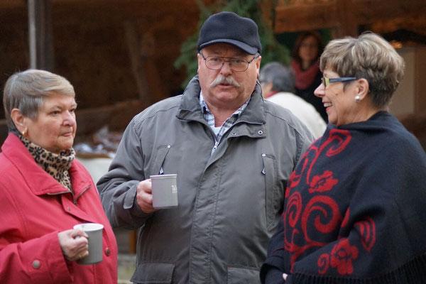 Die Gäste genossen den fränkischen Glühwein.