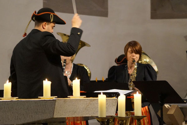 """Die Steigerwaldkapelle spielte: """"Es ist wieder Weihnachtszeit"""", """"Driving home for Christmas"""", """"Do they know it's Christmas"""" und """"Halleluja"""""""
