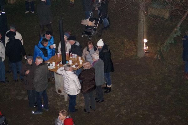 ... und unsere bewährten Holzöfen ließen die Gäste lange im Schlosshof verweilen.