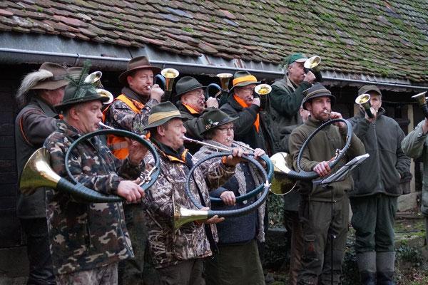 Die Jagdhornbläser aus Gerolzhofen bliesen zum Halali.