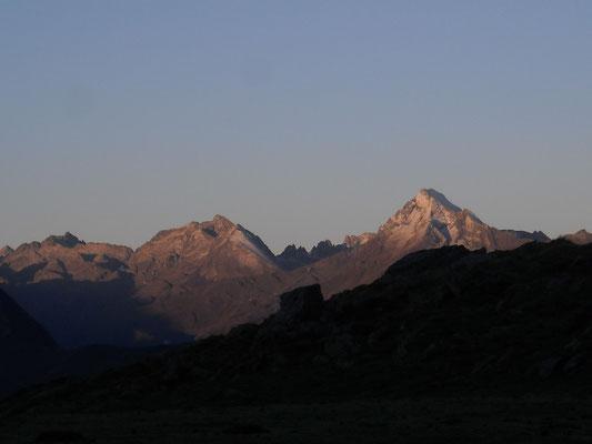 Lumière matinale sur les sommets .