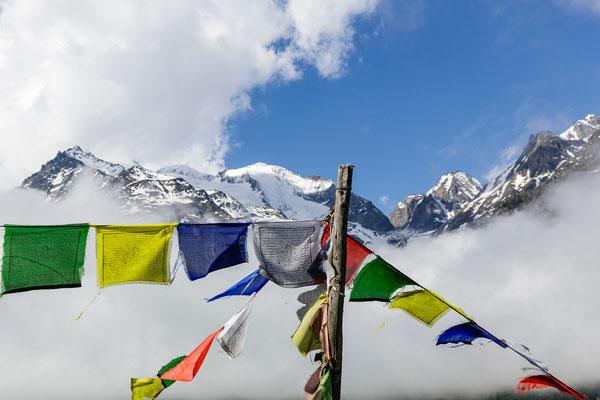 Tibetische Gebetsfahnen Schweizer Alpen