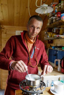 Bruder Markus Tee kochen