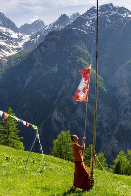 Schweizer Fahne aufziehen