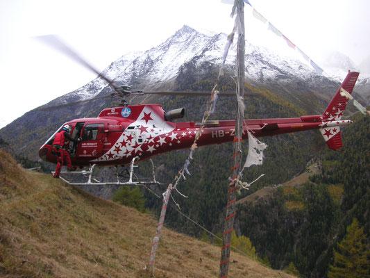Air Zermatt Flughelfer kommt