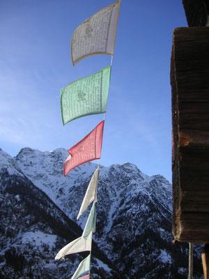 Tibetische Gebetsfahnen im Wallis