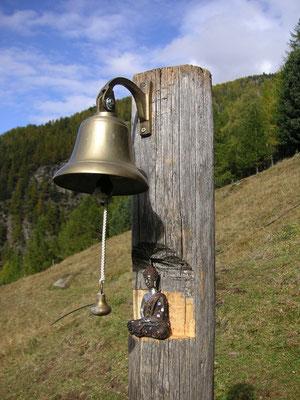 Glocke vor dem Ashram