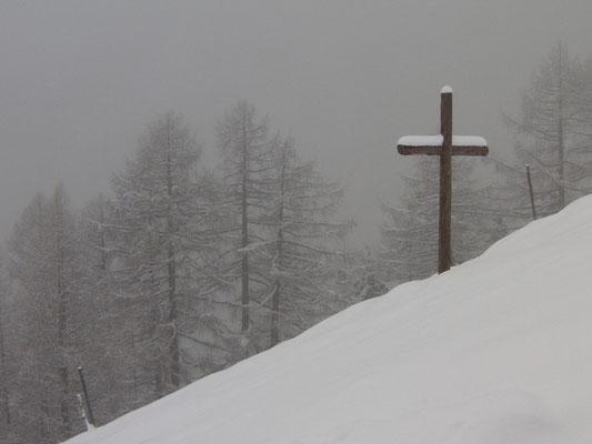 Kreuz in der Winterlandschaft
