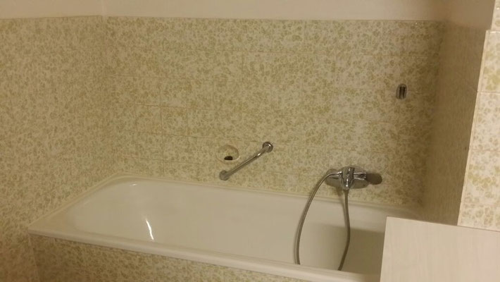 Impression Badewanne - vor der Sanierung