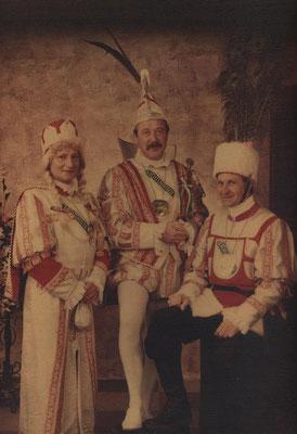 Dreigestirn 1984: Prinz Hartmut Crombach (Hartmut I.), Bauer Albert Karbach, Jungfrau Gustav Mertens