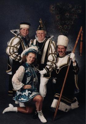 Dreigestirn 1999: Prinz Reinhard I. (Reinhard Moers), Bauer Olaf (Gleisner), Jungfrau Dirk (Lux)