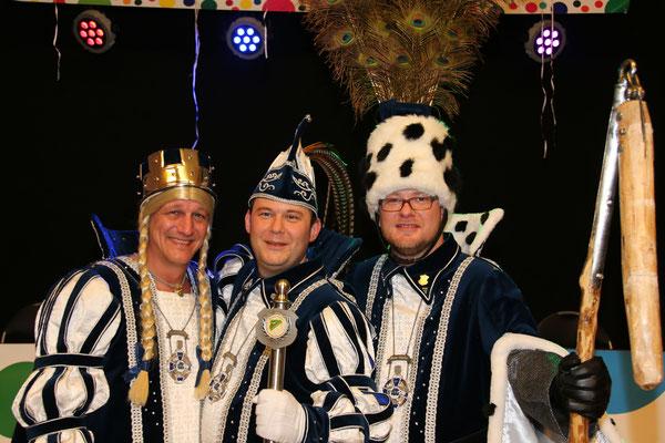 Dreigestirn 2017: Prinz Olli I. (Weißkirchen), Bauer Sascha (Breuer), Jungfrau Michi (Michael Brülls)