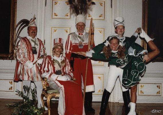 Dreigestirn 1990: Prinz Günther I. (Günther Dautzenberg), Bauer Reinhard (Moers), Jungfrau Norbert (Dödtmann)