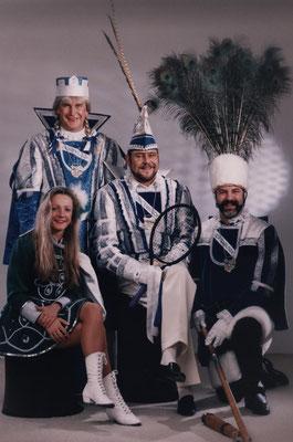 Dreigestirn 1993: Prinz Helmut I. (Helmut Strauß), Bauer Helmut (Laeven), Jungfrau Arthur (Bucholski)