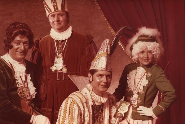 Dreigestirn 1974: Prinz Hubert Scheen ( Hubert I.), Bauer Hubert Ostlender, Jungfrau Helmut Vecqueray