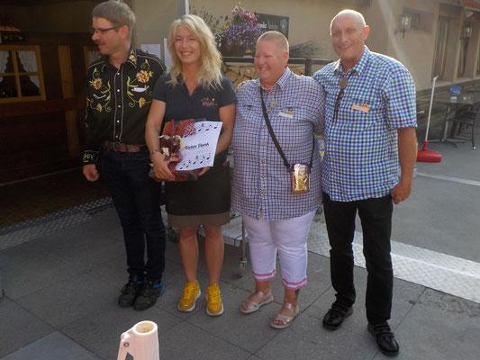 Das Organisationsteam zusammen mit Hanny Odermatt-Niederberger, Geschäftsführerin des Hauptsponsors