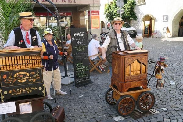 """Der Drehorgelmann """"Flösser-Sämi"""" war als Besucher in Murten."""