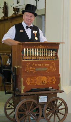 Bernhard Wullschleger aus Aarburg und der Karl Göckel Harmonipan 26/44 gebaut 1981 in Heidelberg