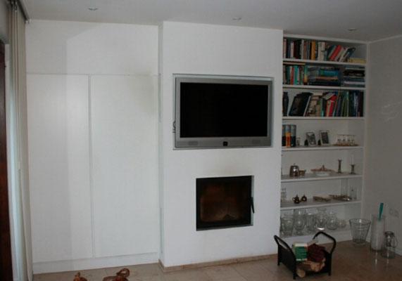 Schrankwand mit integriertem Kamin und TV