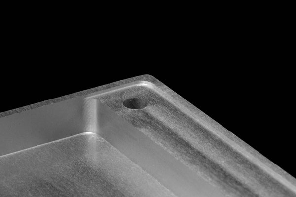 Detailansicht eines gefrästen Gehäuses aus Aluminium