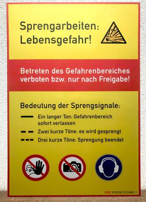 Beispiel eines witterungsunempfindlichen Schildes (im Untereloxaldruckverfahren hergestellt)