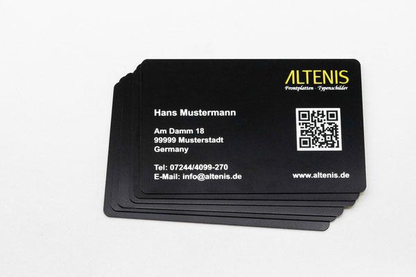 Im Gegensatz zu Visitenkarten aus Papier behalten schwarze Metallvisitenkarten ihre Qualität auch langfristig