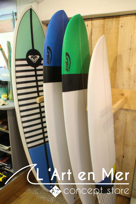 l'art en mer concept store surf shop les lecques planches de surf