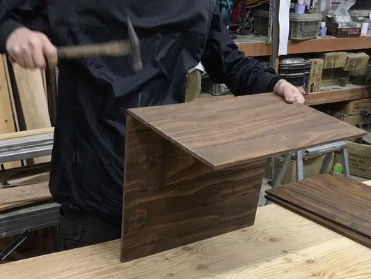 「底板」と「箱の側板(大)」を組付け