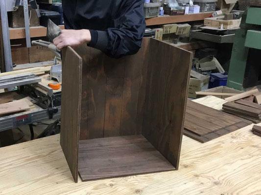 「箱の側板」の組付け