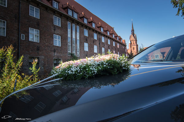 Hochzeitbukett, Spiegelung auf dem Domkirchhof