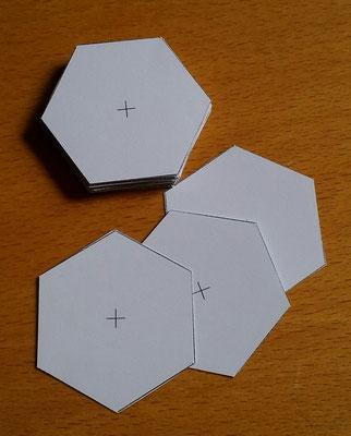 Am Anfang heißt es: Papierschablonen ausschneiden .....