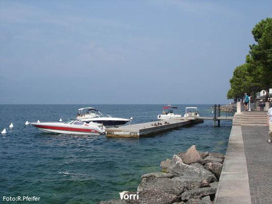 Hinweise für Boote am Gardasee Torri del Benaco