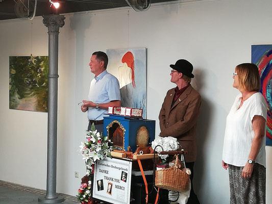 Bürgermeister Peter Wirtz und Barbara Baltes eröffnen die Ausstellung