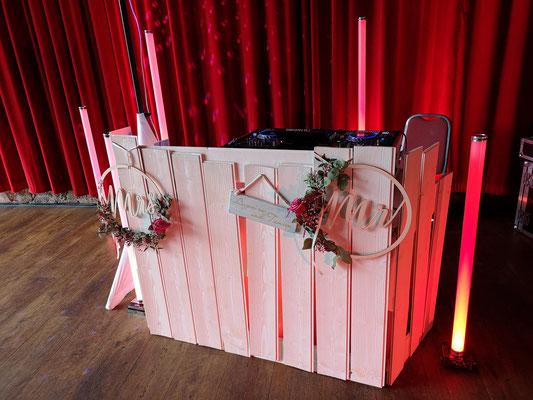 mein neuer Design DJ Booth - schick und perfekt für Vintage Hochzeiten