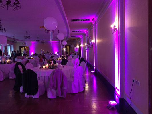 Uplighting Raumbeleuchtung in Leipzig auf einer großen Hochzeit