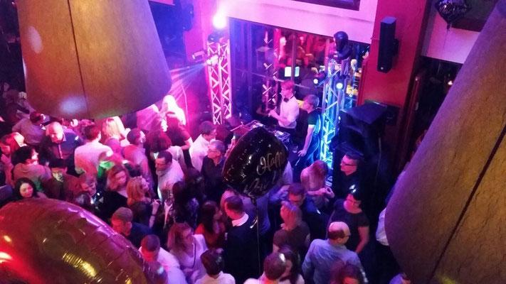 DJ Silvester im Barfusz