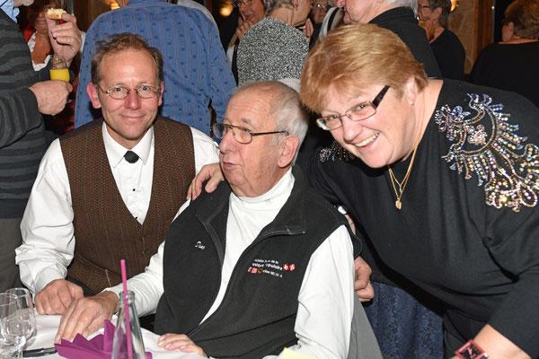 17.10.2015 / 30e anniversaire de la section / Dino, membre fondateur et président d'honneur entouré par Maud, présidente section VD et par Thomas Schurch