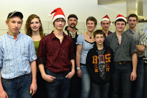 20e Noël folklorique de Cortébert / Les organisateurs locaux, famille Tschan et quelques aides / 26.12.2012