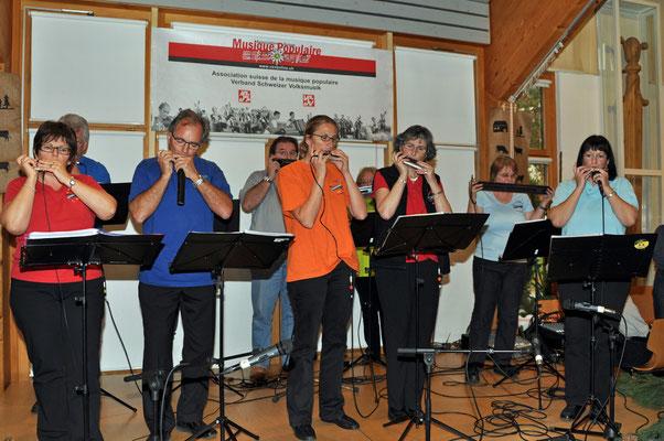 07.11.2010, 13ème dimanche folklorique, Marin, Schnoregygeler vo Aarwange (SO)