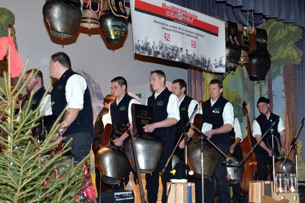 """20e Noël folklorique de Cortébert / Sonneurs de toupins """"Längeney Trichler, Rüschegg (BE) / 26.12.2012"""