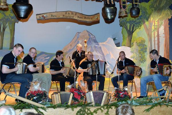 21e Noël folklorique de Cortébert / 26.12.2013 / Orchestre Luusbueb, Savagnier (NE)