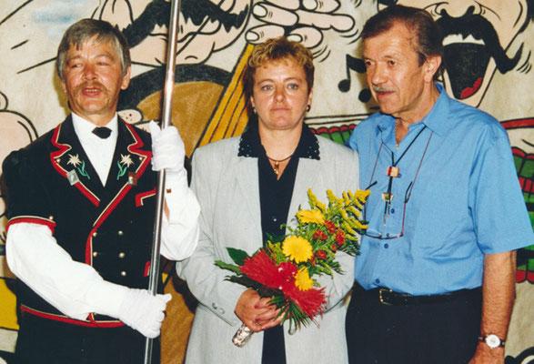 1999 Marraine et Parrain de la bannière Eliane Flück / Jean-Pierre Amez-Droz / Rudolf Spycher porte-drapeau