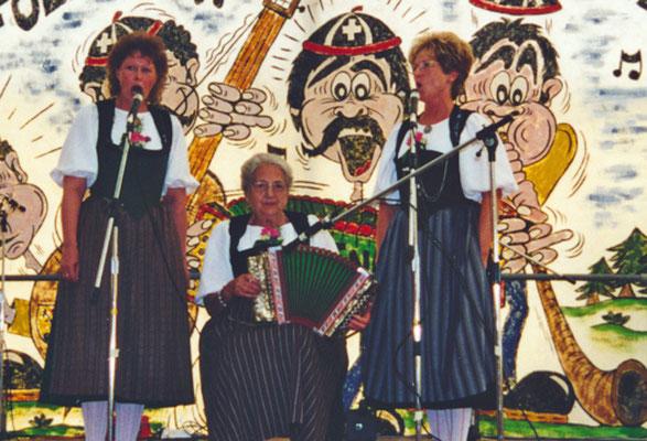 1999 Duo Fränzi et Marlyse de Nideau, à la schwyzoise Hanny Weber
