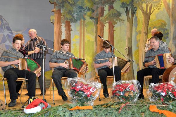 26.12.2010, Noël de Cortébert, Ecole de Schwyzerörgeli Hanspeter Zaugg Gohl-Eggiwil (BE) (Emmental)